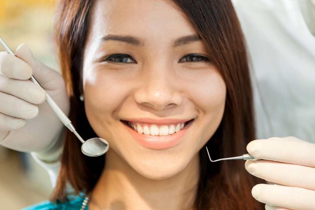 The best way to keep up dental health is proper hygiene and regular professional cleanings.