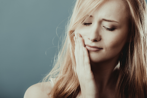 There are many different symptoms of TMJ.